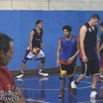Un allenamento del Gad Etna, Marchesano (a sinistra) vigila (Basket Catanese)