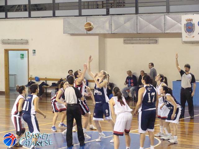 Il salto a due iniziale, preda delle catanzaresi (foto Basketct)