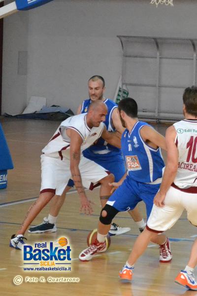 Piero Leoncavallo affronta la difesa marsalese