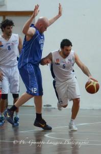 Gabrie Vitale contro Radovan, in Gravina-Gela del 2011-'12 (foto Giuseppe Lazzara)
