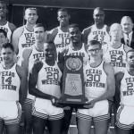 . La formazione dei Texas Western Miners (sette neri, cinque bianchi) che disputò uno strepitoso campionato NCAA nel 1966. Don Haskins è il primo in alto a destra.  (da www.spazionba.it)