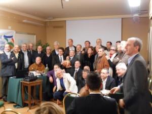Foto di gruppo per i partecipanti alla cerimonia per l'80° anniversario dalla nascita del basket catanese (foto Toni Quartarone)
