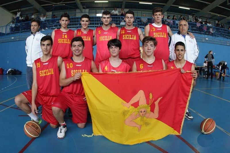 La rappresentativa U16 della Sicilia che ha vinto il torneo di basket ai Giochi delle Isole (FIP Sicilia)