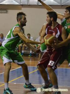 Fulvio Gambino tenta di rubar palla ad Andrea Lo Faro (foto R. Quartarone)