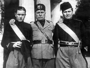 Benito Mussolini con i figli Bruno (a sinistra) e Vittorio                                      (da mussolinibruno.blogspot.com)