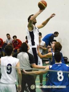 Enrico Verzì cattura il salto a due (foto Roberto Quartarone)