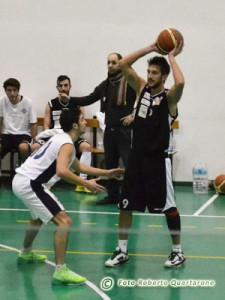 Gianluca Barbera difende su Claudio Casiraghi (foto Roberto Quartarone)