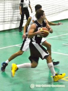 Giacomo Prudente durante la partita a Gravina (foto R. Quartarone)