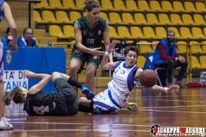 Daniela Servillo difende la palla da Zampieri (foto Giuseppe Maugeri)