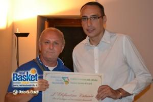 Pippo Vittorio premiato alla festa della FIP Catania del 2012 da Sangiorgio (foto Chiara Borzì)