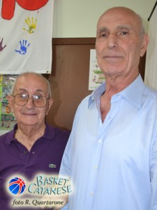 Il ragioniere Foti e Modafferi, già presidente e allenatore del Basket Giarre (foto R. Quartarone)
