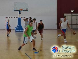 Un momento del primo allenamento del Basket Acireale (foto R. Quartarone)