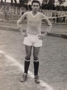 Alfio Licciardello con la maglia del Giarre Calcio negli anni '50 (archivio Licciardello)