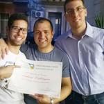 Mattia Viola, Andrea Calcagno e Claudio Cosentino festeggiano il riconoscimento