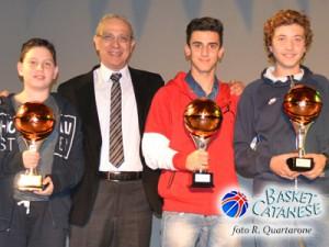 Papa premia Galasso, Signorino e Ventura, i reduci dal Join the Game (foto R. Quartarone)