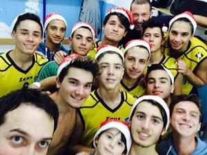 Il selfie della Mens Sana Mascalucia U-18 dopo la vittoria contro Acireale