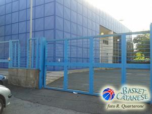 L'ingresso atleti del PalaGalermo in via don Gnocchi (foto R. Quartarone)