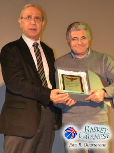 Il sindaco Galati premiato dal presidente Papa (foto R. Quartarone)