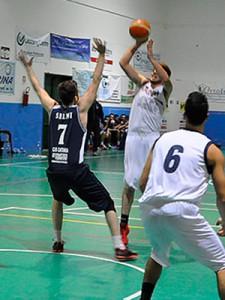 Gianluca Selmi in difesa (foto U.S. Vigor Santa Croce)